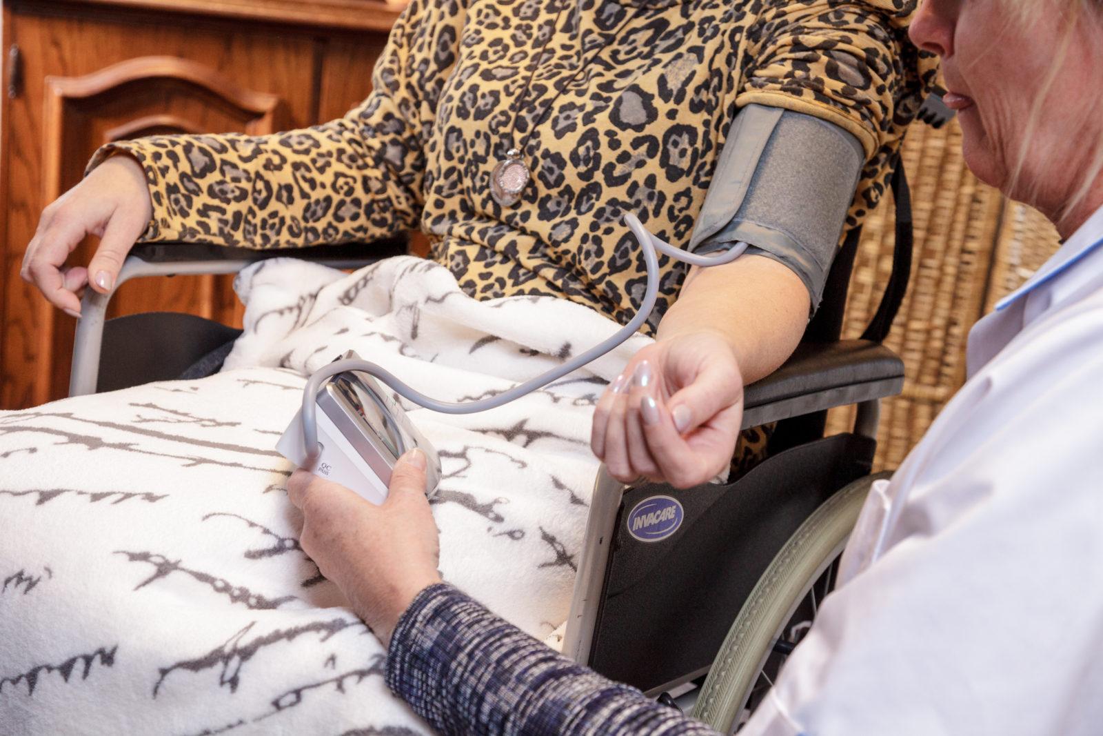 Wijkverpleegkundigen kunnen nu zelf hulpmiddelen voorschrijven